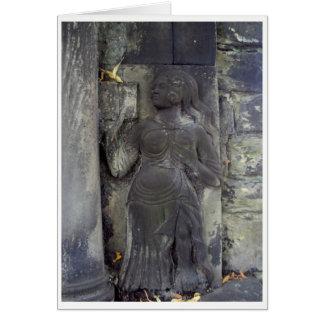 Madame dans la carte en pierre