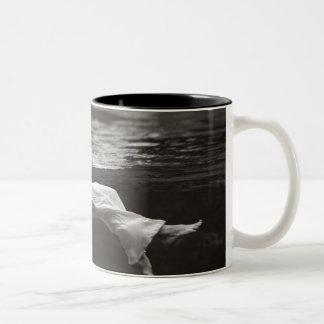 Madame dans le café tasses à café
