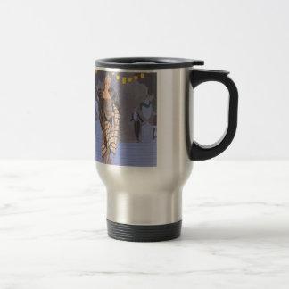Madame d'art déco - se tenant sur la rue mug de voyage en acier inoxydable