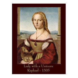 Madame de Raphael avec une carte postale de