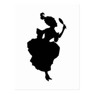 Madame de silhouette avec la carte postale de