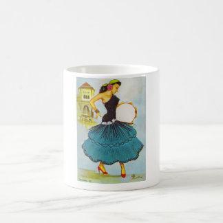 Madame espagnole avec le cru de tambour de basque mug blanc