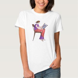 Madame faisant la tapisserie t-shirts