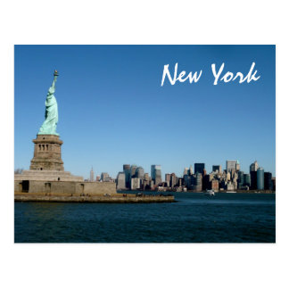Madame Liberty Watches Over NYC (couleur) Carte Postale