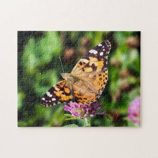 Madame peinte Butterfly sur le puzzle de trèfle