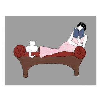 Madame, un chat et carte postale très bonne de