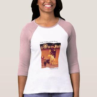 Madame Violetta et la chemise de valet T-shirts