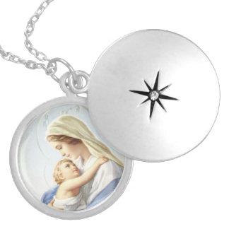 Madonna et collier de pendentif d'enfant