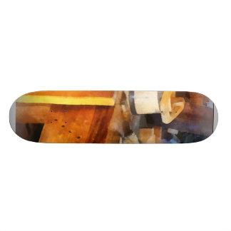 Magasin en bois avec le seau en bois planches à roulettes customisées