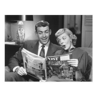 Magazine de lecture de couples carte postale