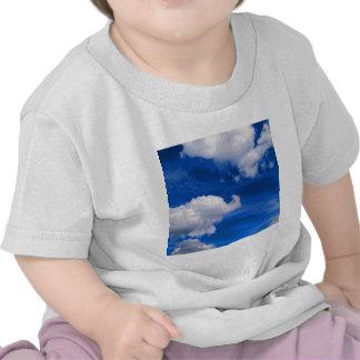 Magma de bleu de ciel t-shirts