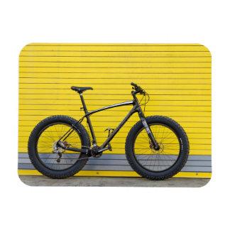 Magnet Flexible Gros vélo sur le mur jaune
