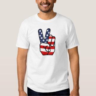 Main de paix de drapeau américain t-shirts