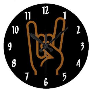 Main en métal grande horloge ronde