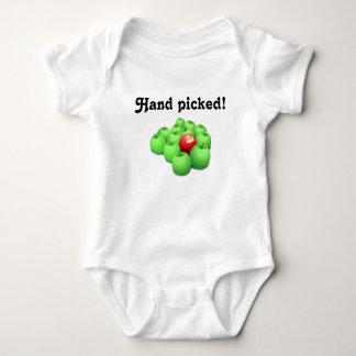 Main sélectionnée !  Bébé adopté T-shirt
