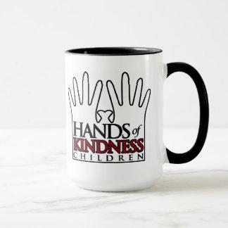 Mains de tasse audacieuse de gentillesse