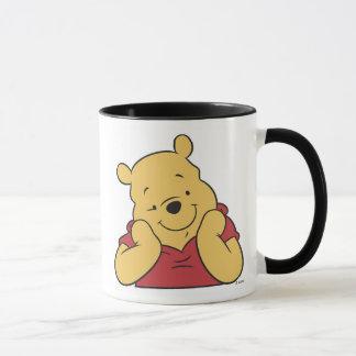 Mains de Winnie the Pooh sur le sourire de visage Mugs