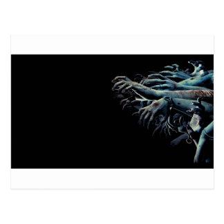Mains de zombi carte postale