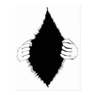 Mains déchirant la surface 2 carte postale