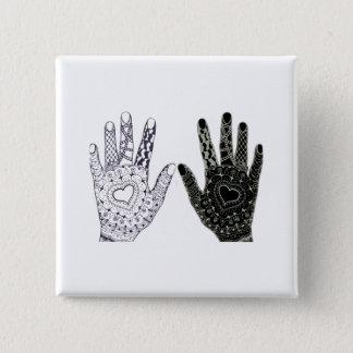 Mains gribouillées par coeur tiré par la main badges