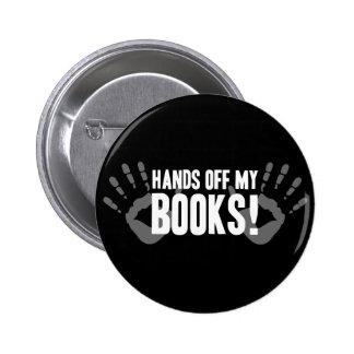 Mains outre de mes livres badge