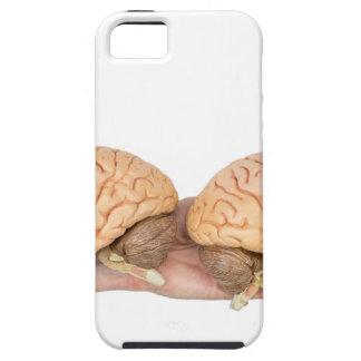 Mains tenant l'esprit humain modèle sur le blanc étui iPhone 5
