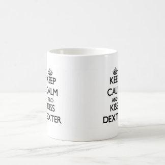 Maintenez calme et baiser Dexter Tasse