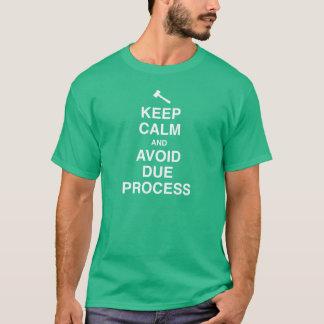 Maintenez calme et évitez le jugement en bonne et t-shirt