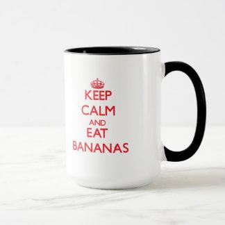 Maintenez calme et mangez les bananes tasse