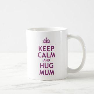 Maintenez maman calme et d'étreinte mug