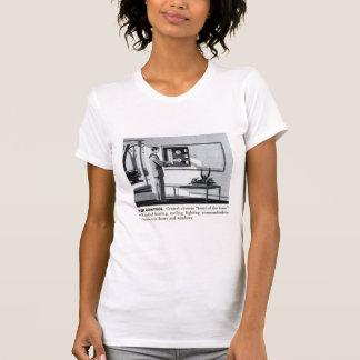 Maison à télécommande de banlieues vintages du t-shirt
