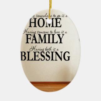Maison + Famille = bénédiction Ornement Ovale En Céramique