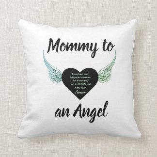 Maman à un coussin d'ange