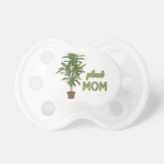 Maman de plante tétine