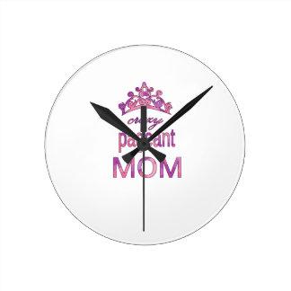 Maman folle de reconstitution historique horloge ronde