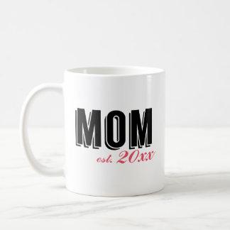 Maman moderne établie pendant l'année mug blanc