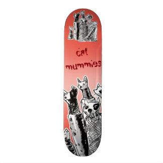 mamans de chat sur des rues skateboards