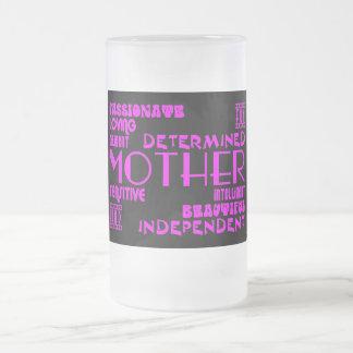 Mamans féminines modernes et mères chics et mug en verre givré