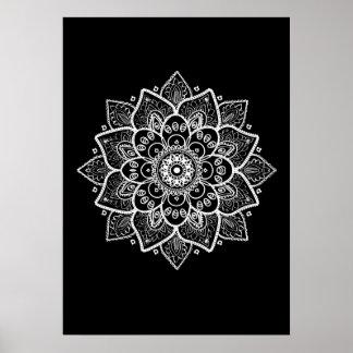 Mandala blanc sur le noir poster