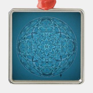 Mandala bleu tiré par la main fait sur commande ornement carré argenté
