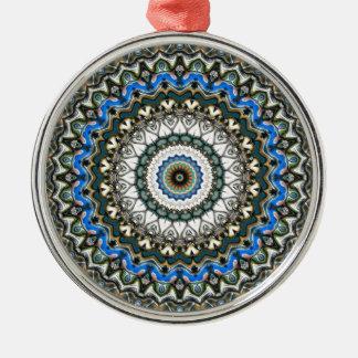 Mandala coloré fleuri ornement rond argenté