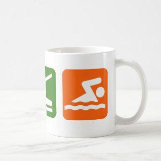 Mangez la natation de sommeil mug