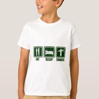 Mangez le serpent de sommeil manipulant le T-shirt