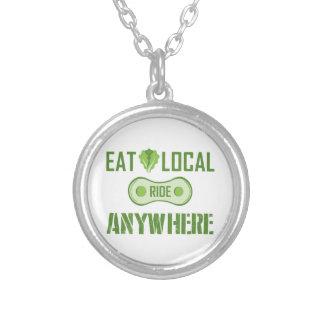 Mangez les gens du pays, tour n'importe où collier