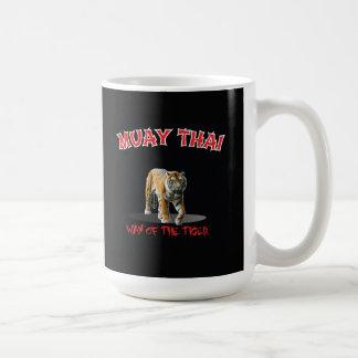 Manière thaïlandaise de Muay de la tasse de noir
