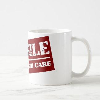 Manipulez avec soin mug