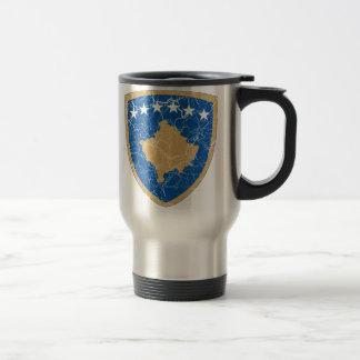 Manteau de Kosovo des bras Mug De Voyage