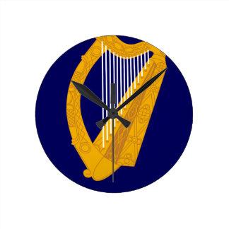 Manteau des bras de l'Irlande - emblème irlandais Horloge Ronde