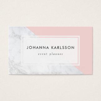 Marbre blanc moderne avec le carte de visite rose