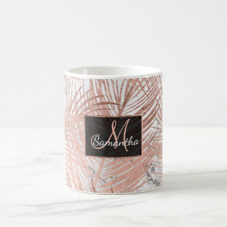 Marbre rose de feuille de palmier d'or de faux mug